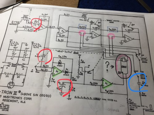 回路図上の電界コンデンサ
