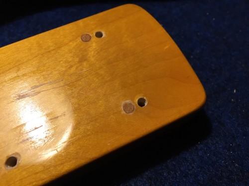 ネックのネジ穴部分