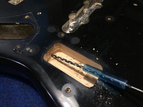 配線穴の加工