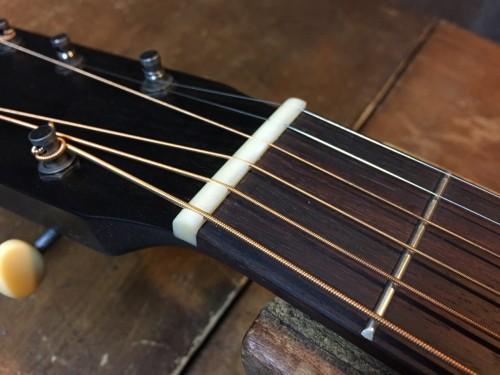 2弦6弦のナット溝が高い