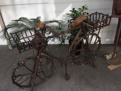 カーゴカルトな自転車のオブジェ
