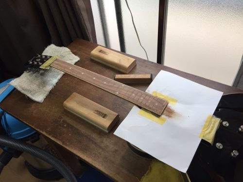 指板の研磨